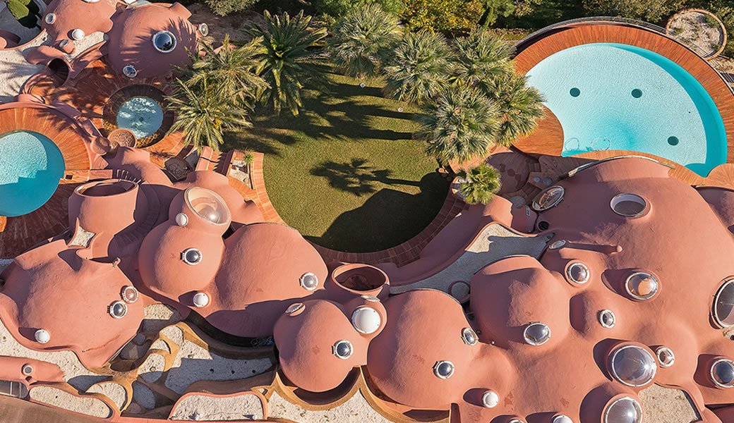 Aerial vue of the Palais Bulles from the top