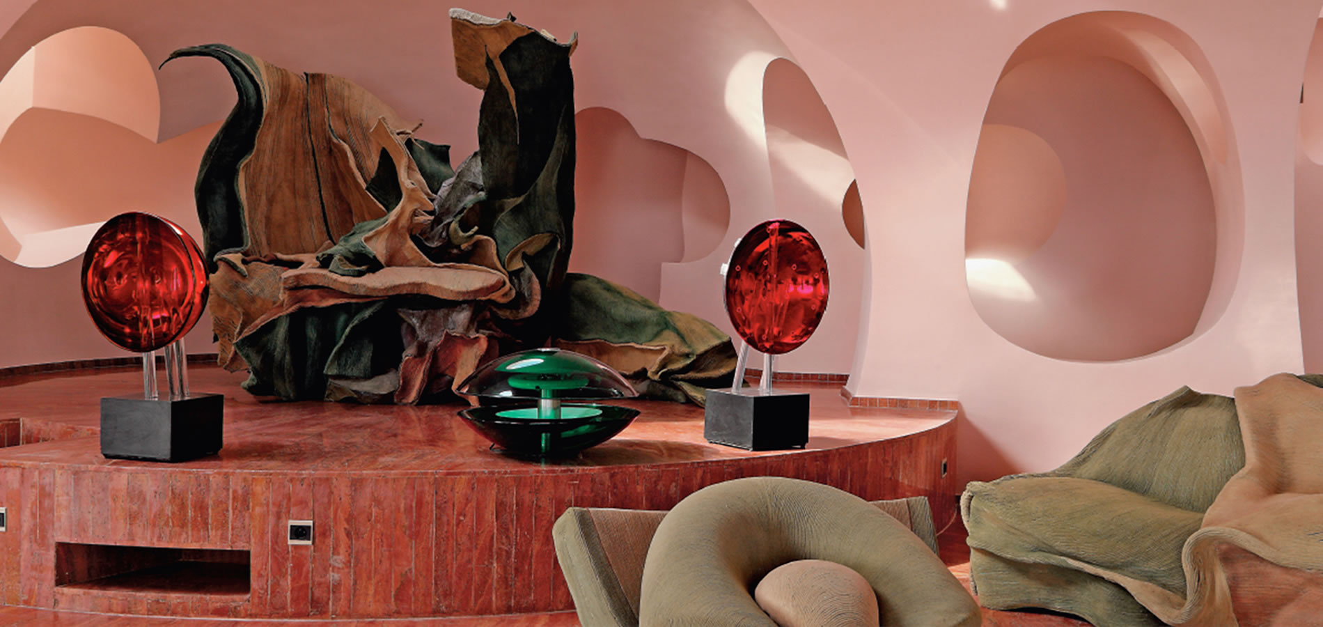Living room in the Palais Bulles